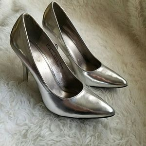 Woman's high heels pumps